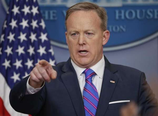 Sean Spicer made a Melissa McCarthy joke during today's press conference