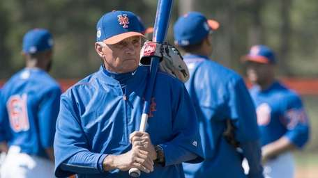 New York Mets Manager Terry Collins holds a