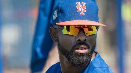 Mets' Jose Reyes prepares to bat during a