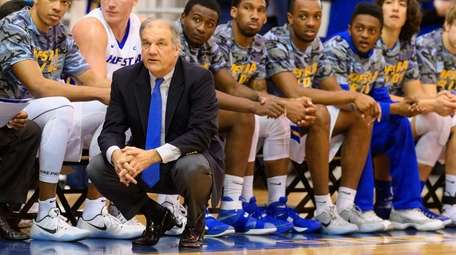 Hofstra head coach Joe Mihalich watches his team