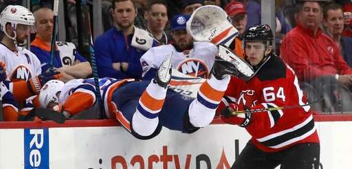 New York Islanders center Casey Cizikas, left, goes