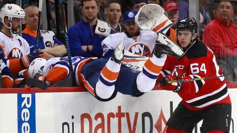 New York Islanders center Casey Cizikas, left, goes