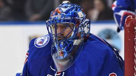 New York Rangers goalie Henrik Lundqvist keeps his