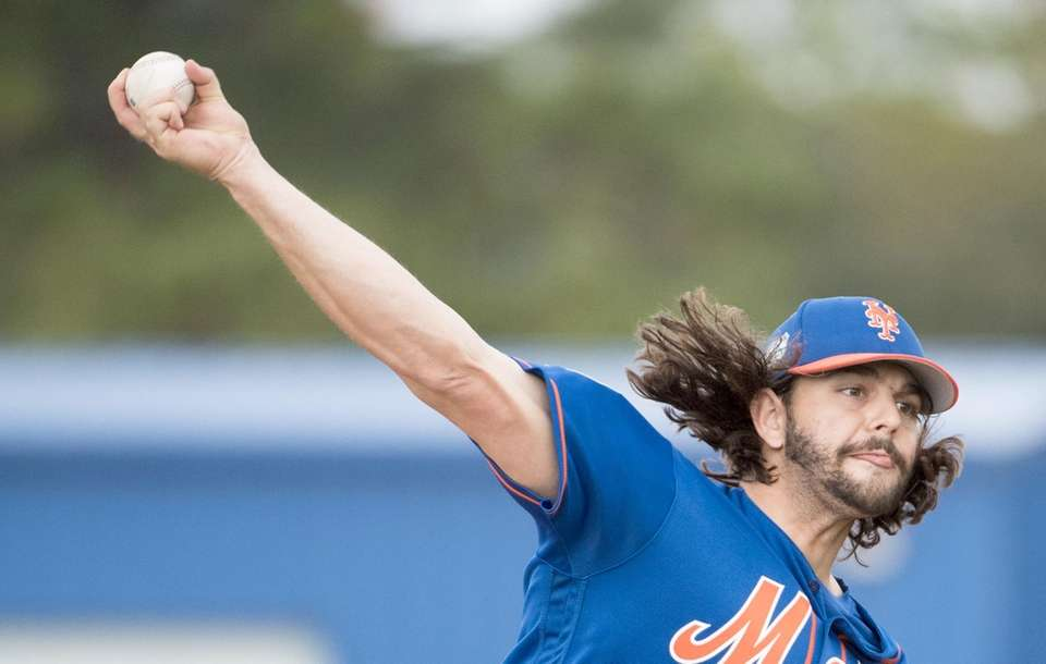Mets pitcher Robert Gsellman throws a live batting