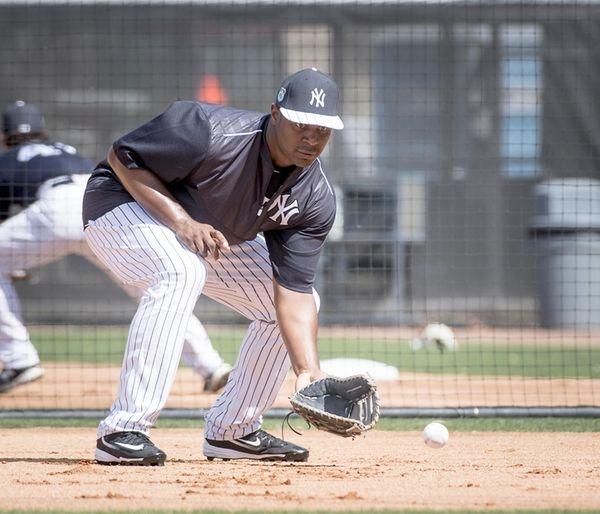New York Yankees first baseman Chris Carter takes
