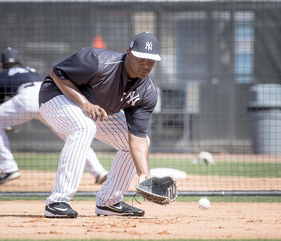 New York Yankees first baseman Chris Carter takes