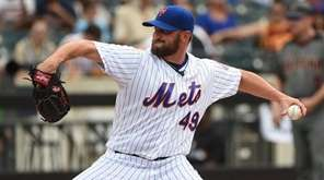 Mets relief pitcher Jonathon Niese delivers a pitch