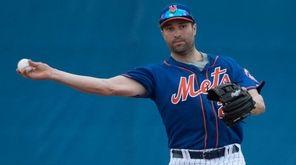 Mets second baseman Neil Walker makes a throw