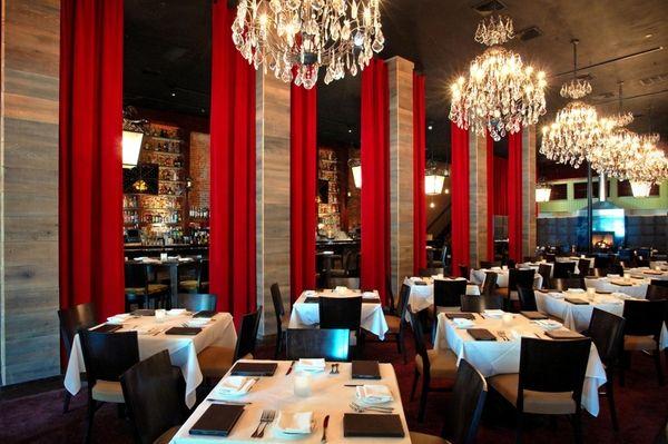 The interior of Honu Kitchen & Cocktails.