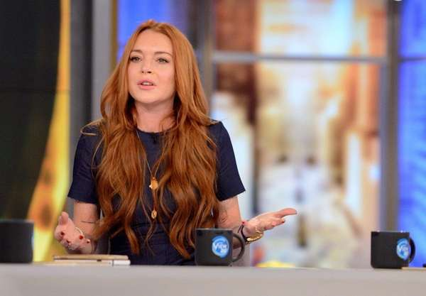 Lindsay Lohan Says Her Headscarf Got Her Profiled at the Airport