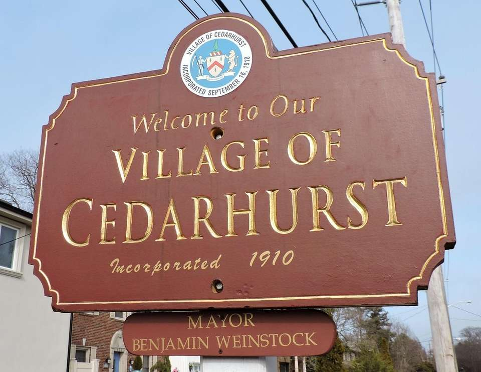 Original name: Ocean Point The name Cedarhurst itself