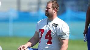 New York Giants guard Geoff Schwartz watches during