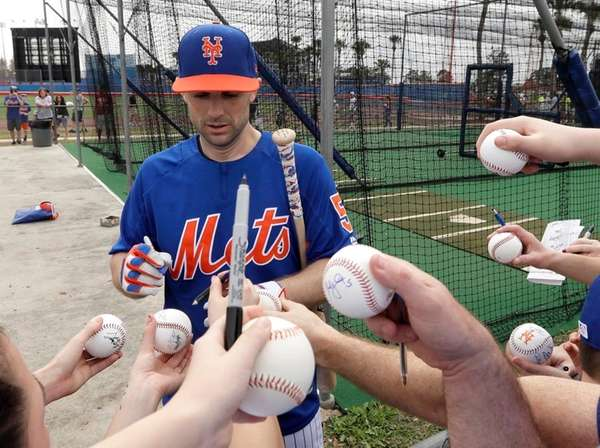 David Wright signs autographs for fans during spring