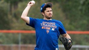 New York Mets catcher Travis d'Arnaud throws during