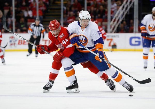 New York Islanders left wing Nikolay Kulemin (86)