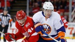 New York Islanders left wing Nikolay Kulemin (86)