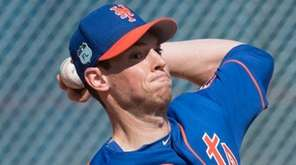 Mets pitcher Steven Matz throwing a bullpen session
