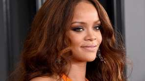 Rihanna will receive Harvard University's Humanitarian of the