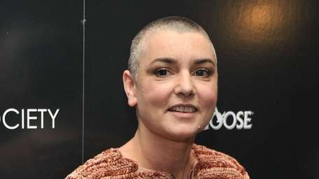 Singer Sinead O'Connor has apologized for accusing Arsenio