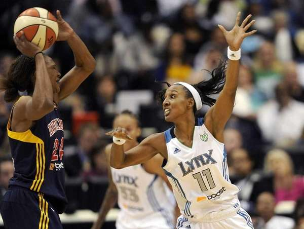 Candice Wigginsof the Minnesota Lynx guards against Tamika