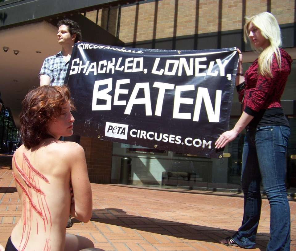 Animal rights activists stage protest to help circus-goers