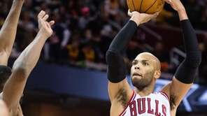 Taj Gibson #22 of the Chicago Bulls shoots