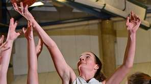 Caroline McLaughlin #22 of Carle Place, right, and