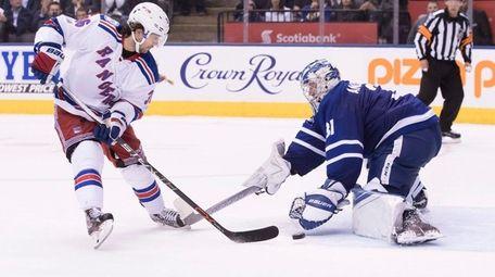 Rangers' Mats Zuccarello scores on Toronto Maple Leafs