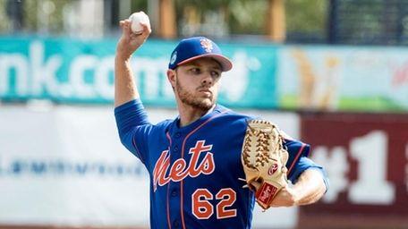 Mets pitcher Erik Goeddel throws a live batting