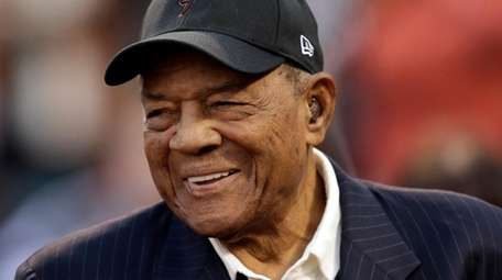 Willie Mays before game between the Mets and