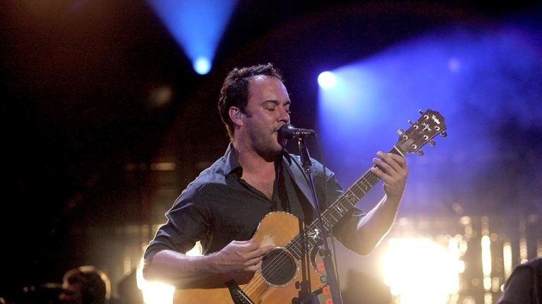07/21/09--WANTAGH, NY--Dave Matthews Band perform at the Nikon