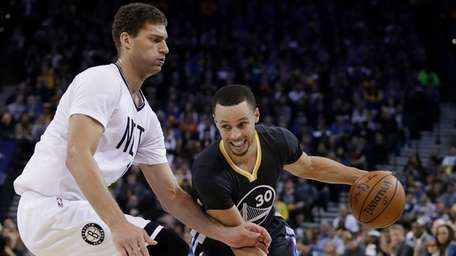 Golden State Warriors' Stephen Curry (30) dribbles past