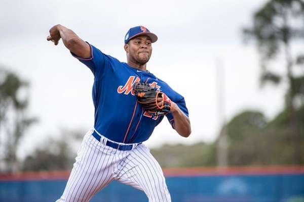 Mets pitcher Jeurys Familia pitches during a spring training