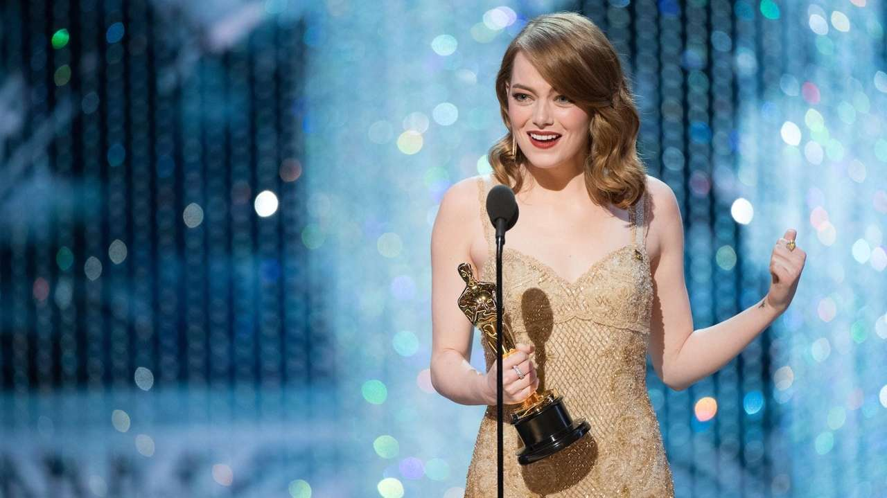 Emma Stone accepts the Oscar for best performance