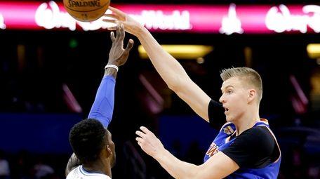 New York Knicks' Kristaps Porzingis, right, passes the