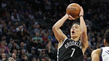 Brooklyn Nets guard Jeremy Lin (7) shoots over