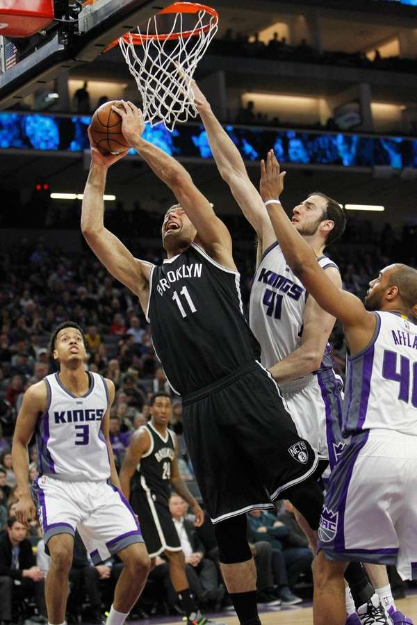 Brooklyn Nets center Brook Lopez (11) drives to