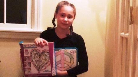 Kidsday reporter Isabella Longo tried the Stringtacular kit.