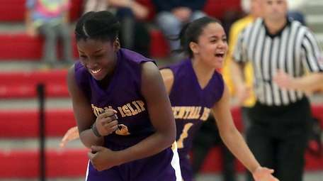 Central Islip guard Naabea Assibey-Bonsu (3) and Central