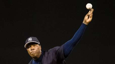 New York Yankees pitcher Aroldis Chapman warms up