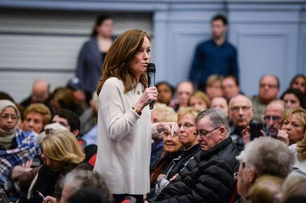 Representative Kathleen Rice speaks to a large crowd