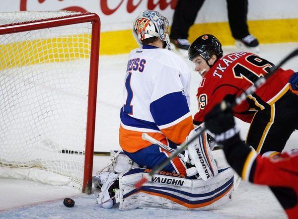 New York Islanders goalie Thomas Greiss, left, from