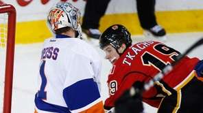 New York Islanders goalie Thomas Greiss, left, from