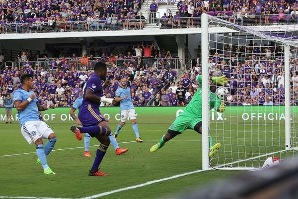 Cyle Larin of Orlando City puts a goal