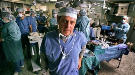 Transplant pioneer Dr. Thomas E. Starzl oversees a