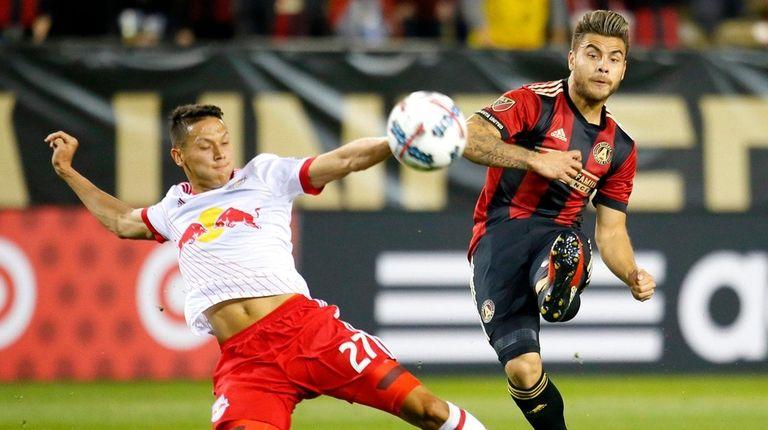 Atlanta United forward Hector Villalba (15) shoots as