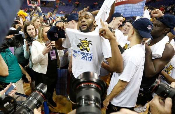Wichita State's Shaq Morris and his teammates react