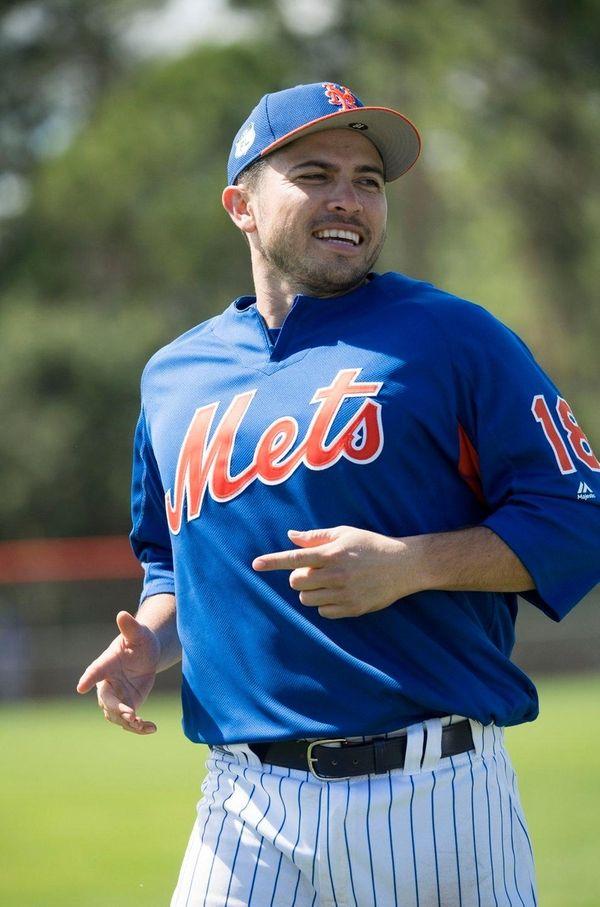 Mets catcher Travis d'Arnaud does running drills on