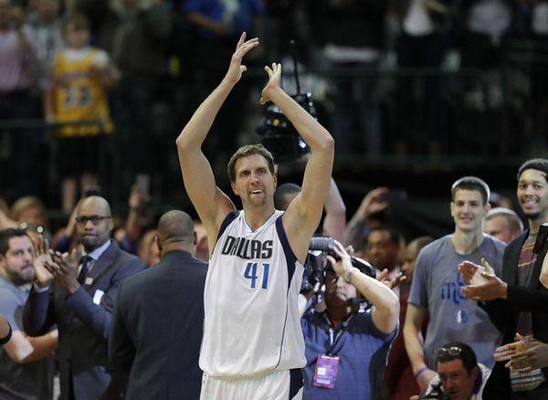 Dirk Nowitzki #41 of the Dallas Mavericks celebrates