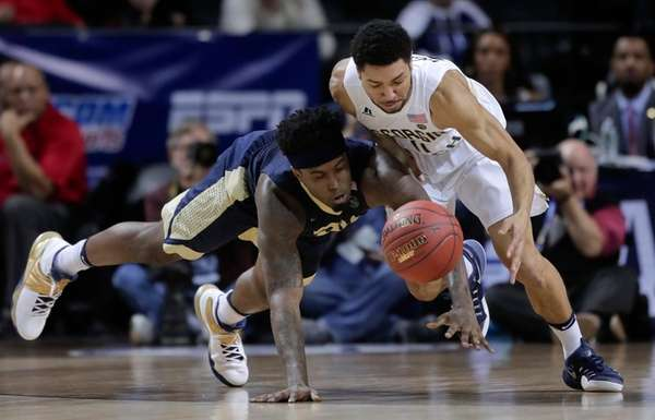 Pittsburgh forward Jamel Artis (1) and Georgia Tech